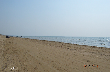 道中の石川県の千里浜なぎさドライブウェイにて